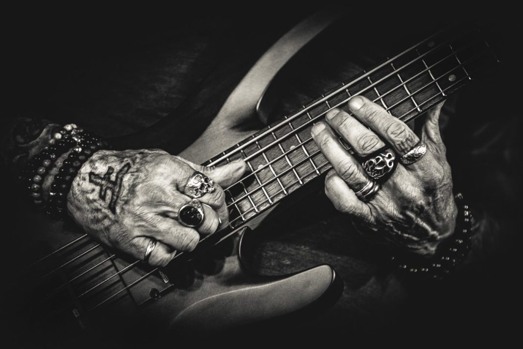 Guitar playing hands of Marco Mendoza - concert photo by Joana Marcal Carrico